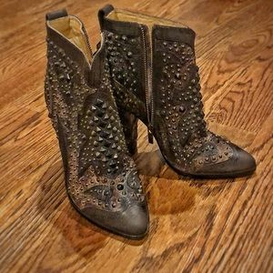 New w/o tags Frye studded boots